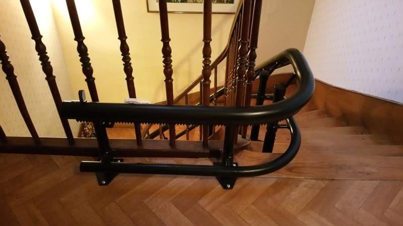 Monte escaliers courbé installation dun monte escaliers sur 3 niveaux à mazamet