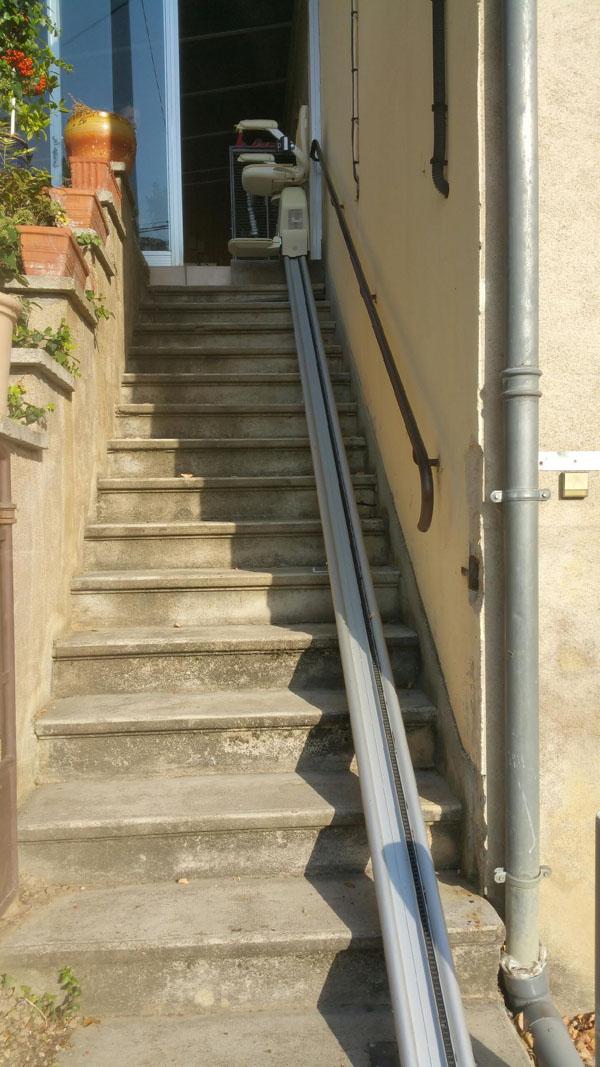 ascenseurs sauli re le confort d 39 un monte escalier sur mesure. Black Bedroom Furniture Sets. Home Design Ideas